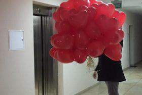 Poczta balonowa - bukiet czerwonych balonów w kształcie serc