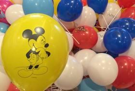 Żółty balon z nadrukiem myszki mickey