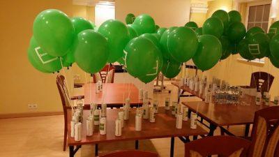balony z helem na evencie w Warszawie
