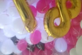 kolorowe balony na hel i liczba 18 na urodziny