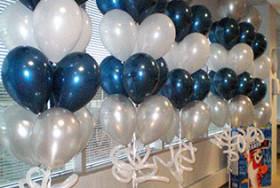 Balony dekorujące drogę państwa młodych