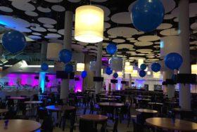 Balony dekorujące salę