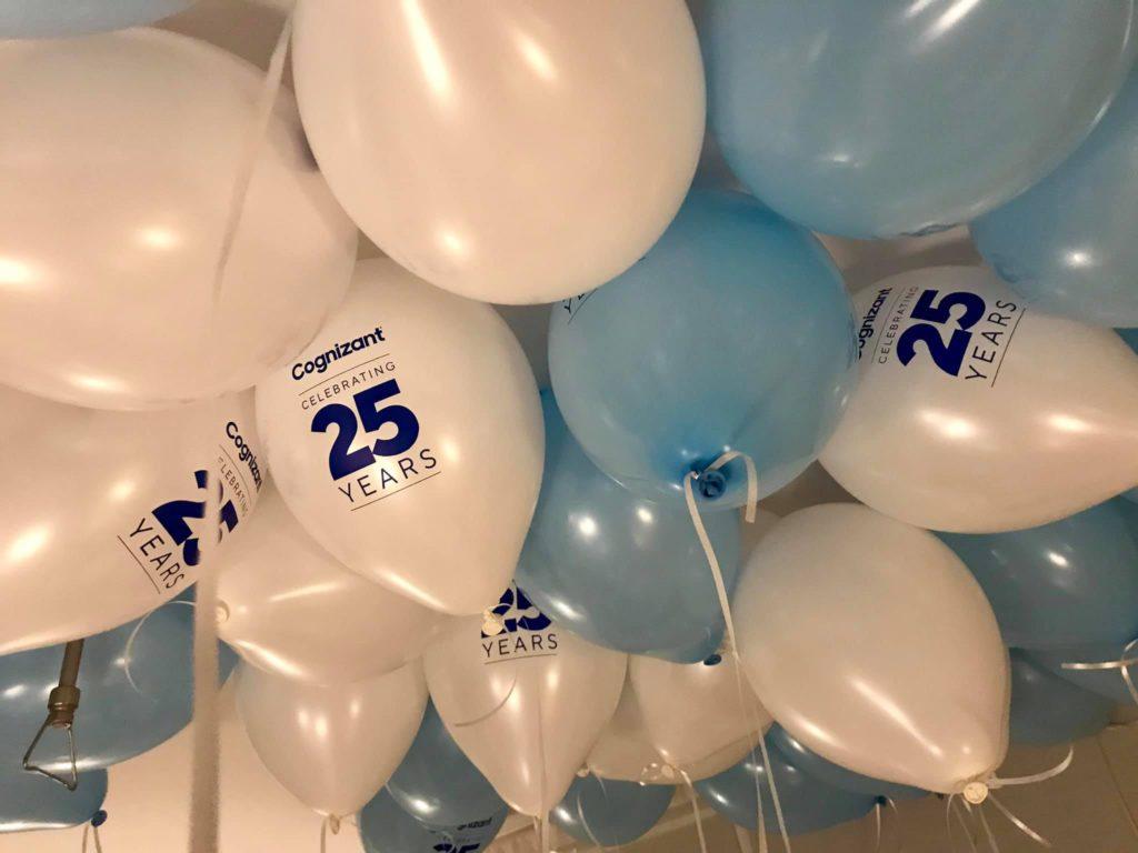 Balon y z helem na 25-o lecie działalności firmy