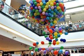 Balonowy wodospad w Galerii Echo.