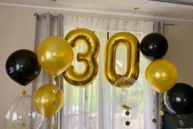 Balonowa dekoracja na urodziny.