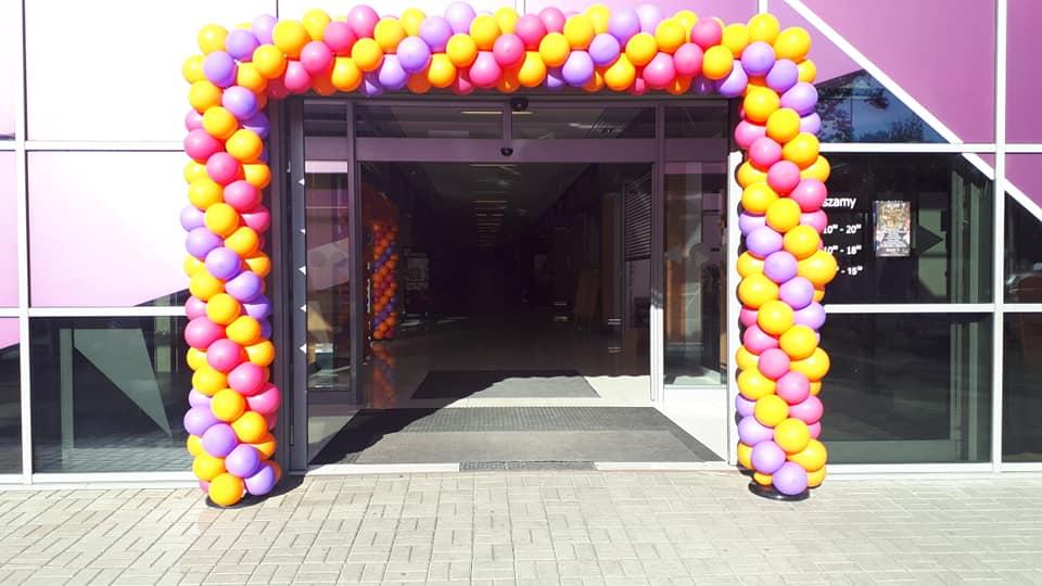 Balony Wrocław - zdjecie brama-balonowa-dla-giant-meble