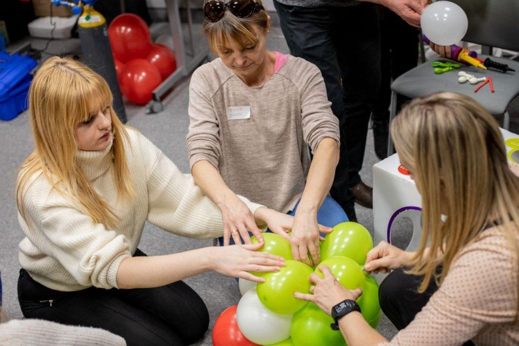 Balony Wrocław - zdjecie dekoracje-balonowe-szkolenie-4