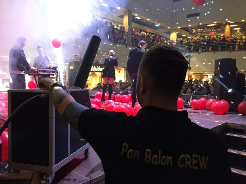 Balony Wrocław - zdjecie pokazy-konfetti-17