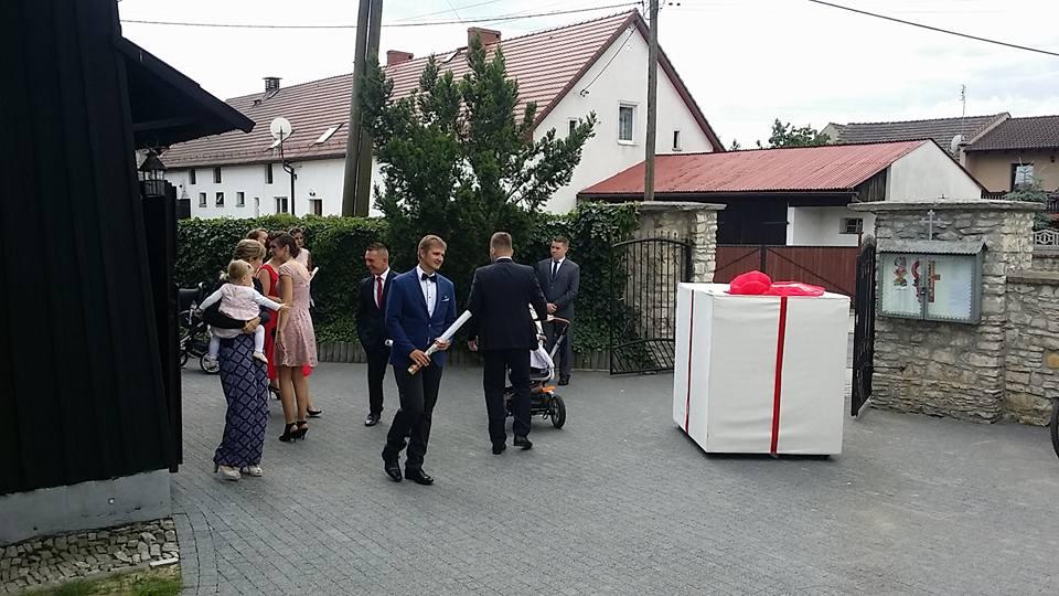 Balony Wrocław - zdjecie skrzynia-niespodzianka-prezent-2