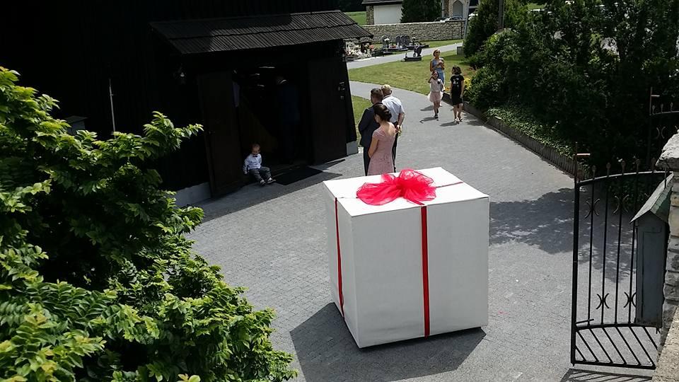 Balony Wrocław - zdjecie skrzynia-niespodzianka-prezent-3
